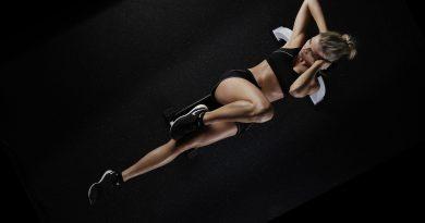 kobieta wykonująca ćwiczenia aerobowe w domu